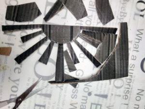 Leikkaa pahvista runko paperimassa-aurinkoon