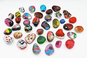 Lasten maalaamia kiviä - JoviDecor